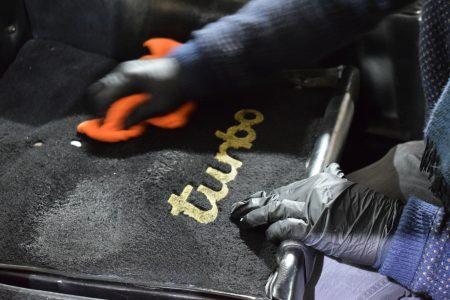 pressing tissu sur porsche 930 turbo